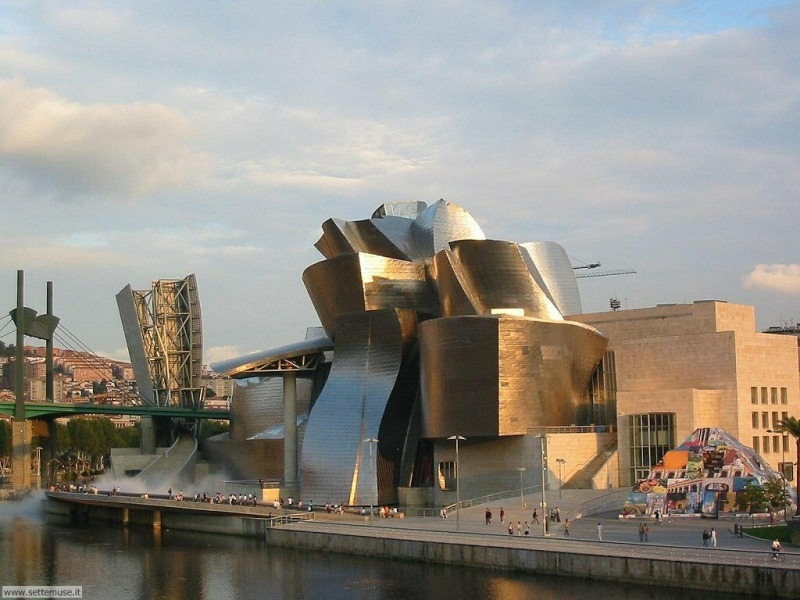 Bilbao Walking Tour + Guggenheim Museum