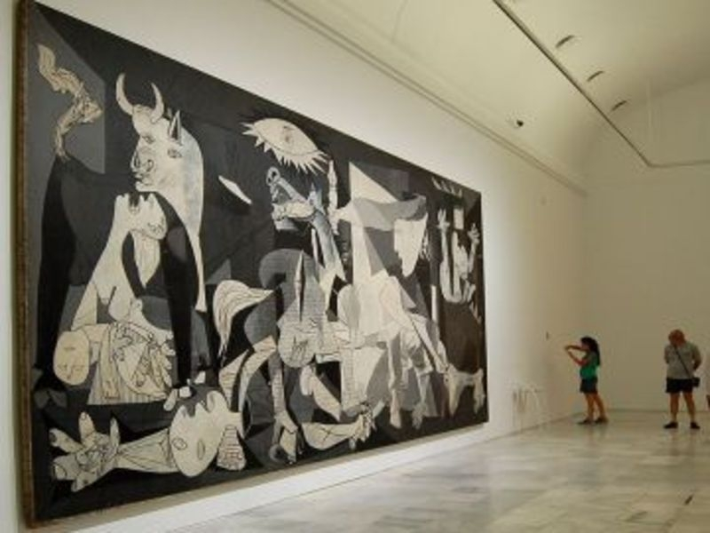 Madrid Walking Tour + Reina Sofia Museum