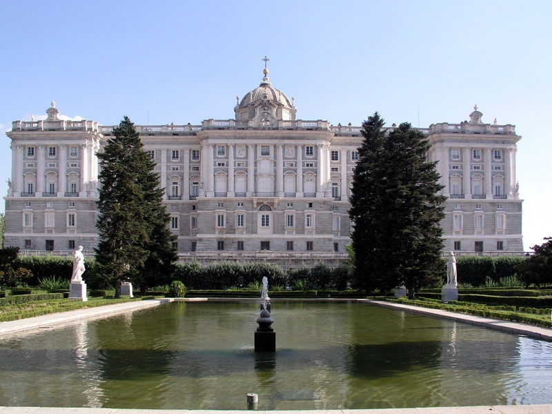 Madrid Walking Tour + Royal Palace